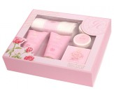 Набор подарочный с ароматом розы: гель для душа, лосьон для тела, бомбочка для ванны, икра для ванны, полотенце - GRACE COLE Perfect Pampering